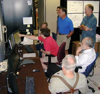 El equipo de NRAO ante el exitoso display de las primeras pruebas
