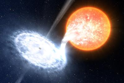 Impresión artística de un agujero negro engullendo el material de una estrella compañera