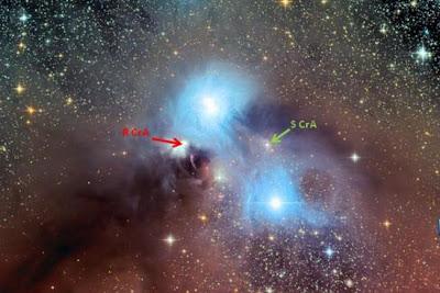 Imagen de la nebulosa NGC 6726 con indicaciones de la posición de R CrA y S CrA