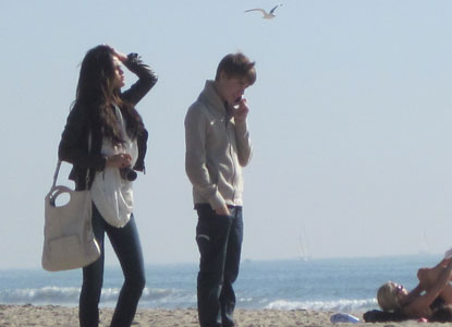 selena gomez justin bieber beach kiss. Justin Bieber and Selena Gomez