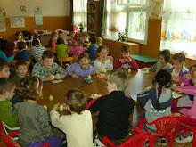 Activitate comună cu grupa germană...ornarea ouălor