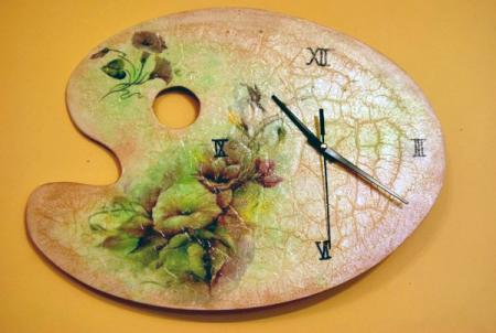 Часы выполненные в технике декупаж