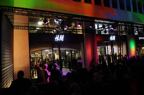 85eye h m new store in avenue des champs elys es - H m avenue des champs elysees ...