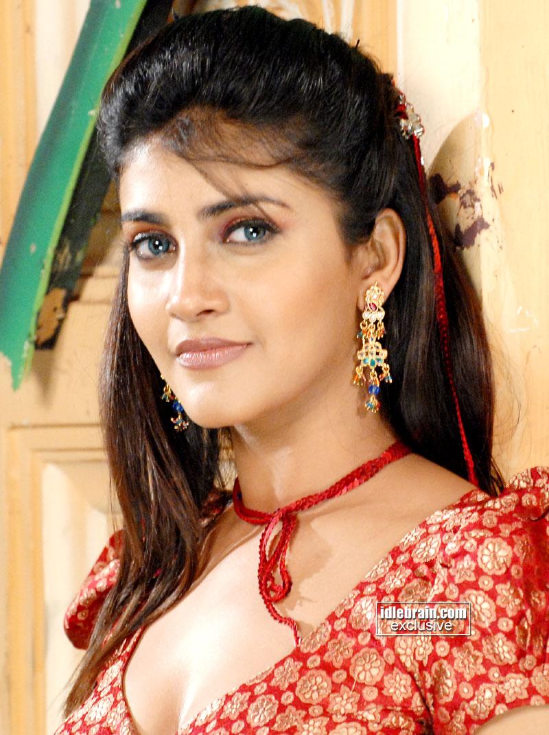 Telugu Actress Kausha Hot Pics]