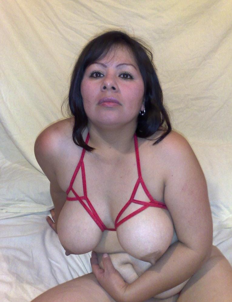 Gordita rica masturbandose el pussy en directo