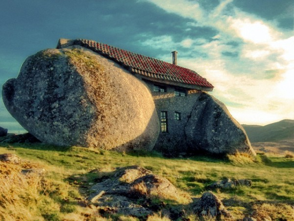 Stone Age home in Portugal01