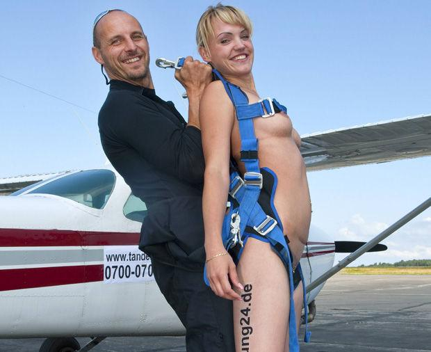 stripper paraquedas nua