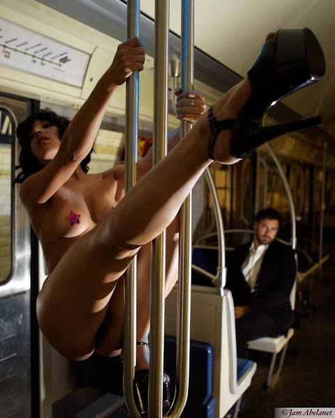 mulheres modelos peladas no metrô da França