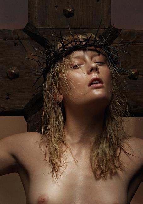 mulheres jesus fêmeas heresia cruz coroa espinhos peitos