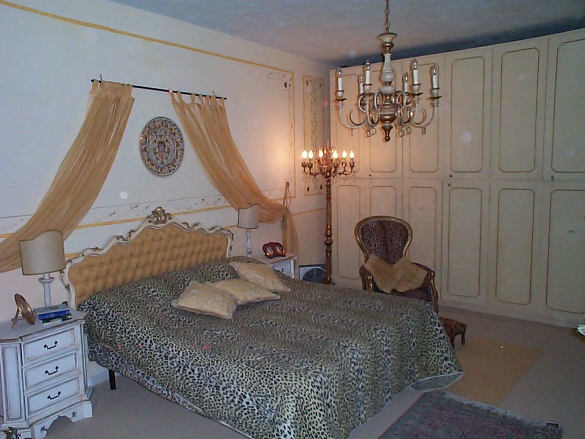 Marzia sofia salvestrini 2002 case la mia prima camera for Grande disposizione della camera familiare