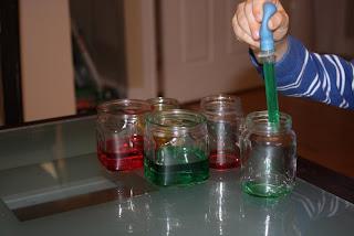 Evdeki malzemelerden oyuncak – Renkli sular