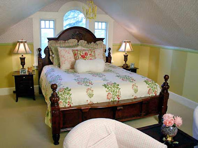 Coverlet and pillows with embroidered flowers, cheerful ryushi and casing, slightly floral wallpaper in contrast to the solid wood furniture - a fairy tale, which always ends well