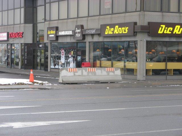 2 Decembre, 2008 - Barricade chez Dic Ann's St.-Eustache
