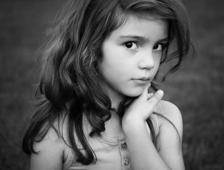 Детски черно бели портрети