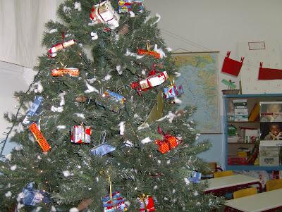 Ένα δέντρο από ... σκουπίδια!!! HPIM6904