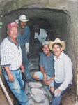 Vecinos construyen tunel para drenajes 2003