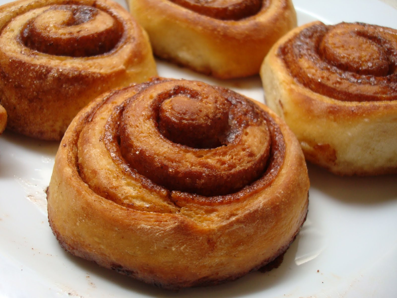 ... blueberry swirl cinnamon rolls perfect cinnamon rolls cinnamon buns