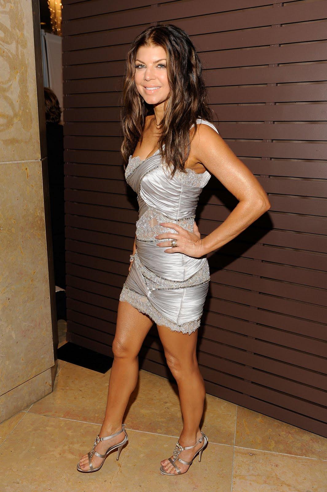 http://2.bp.blogspot.com/_VvCaQlz5Gvs/S8fngqNer1I/AAAAAAAABnU/iP4WphanG54/s1600/Fergie+sexy+legs.33.jpg