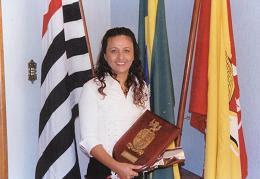 Sonia recebe Premio por sua arte.
