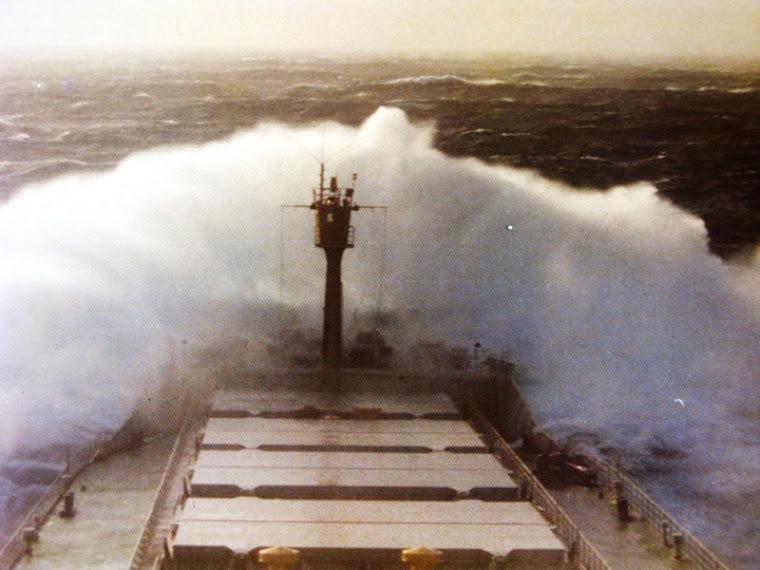 ... Tempestade no Pacífico...
