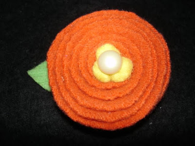 how to make wool flower pins