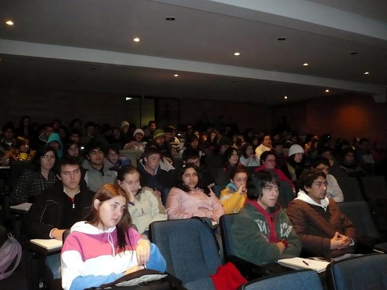 EDUCACIÓN, UFRO (25). UNA NUTRIDA AUDIENCIA ESTUDIANTIL NO COMPLACIENTE E INTELIGENTE