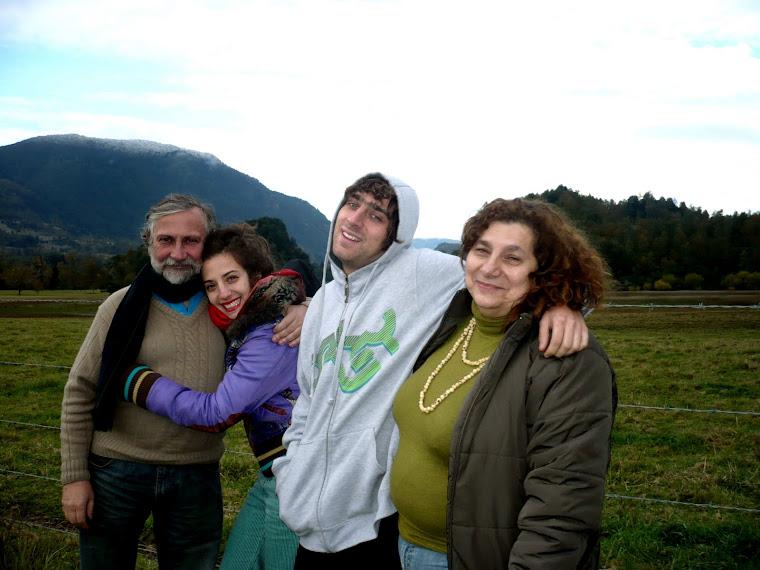 AMIGOS (23). ESTA ES LA FAMILIA WILLIAMSON DIBUJADA POR LA LENTE DE UN MEXICANO
