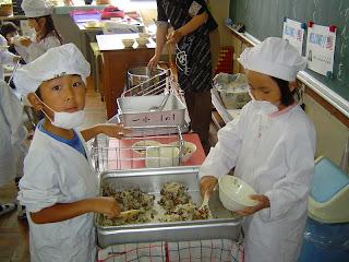 Desde pequenos, os alunos aprendem a trabalhar na escola