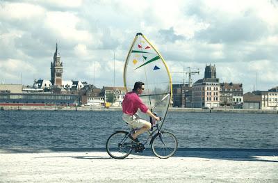 Pierre-Yves Gires en Vélo à Voile dans le port de Dunkerque