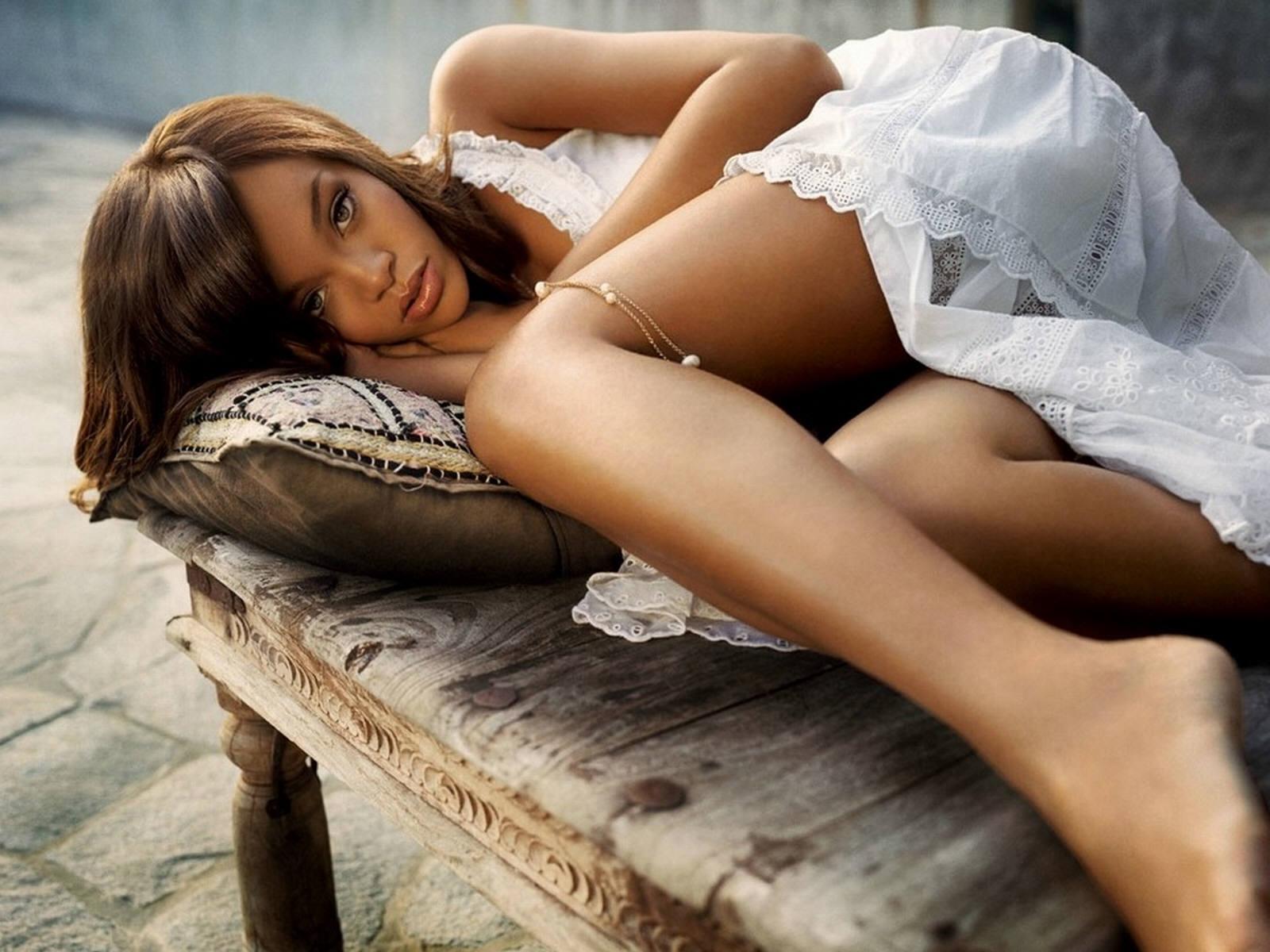 Rihanna Bikini Wallpapers Picture 8