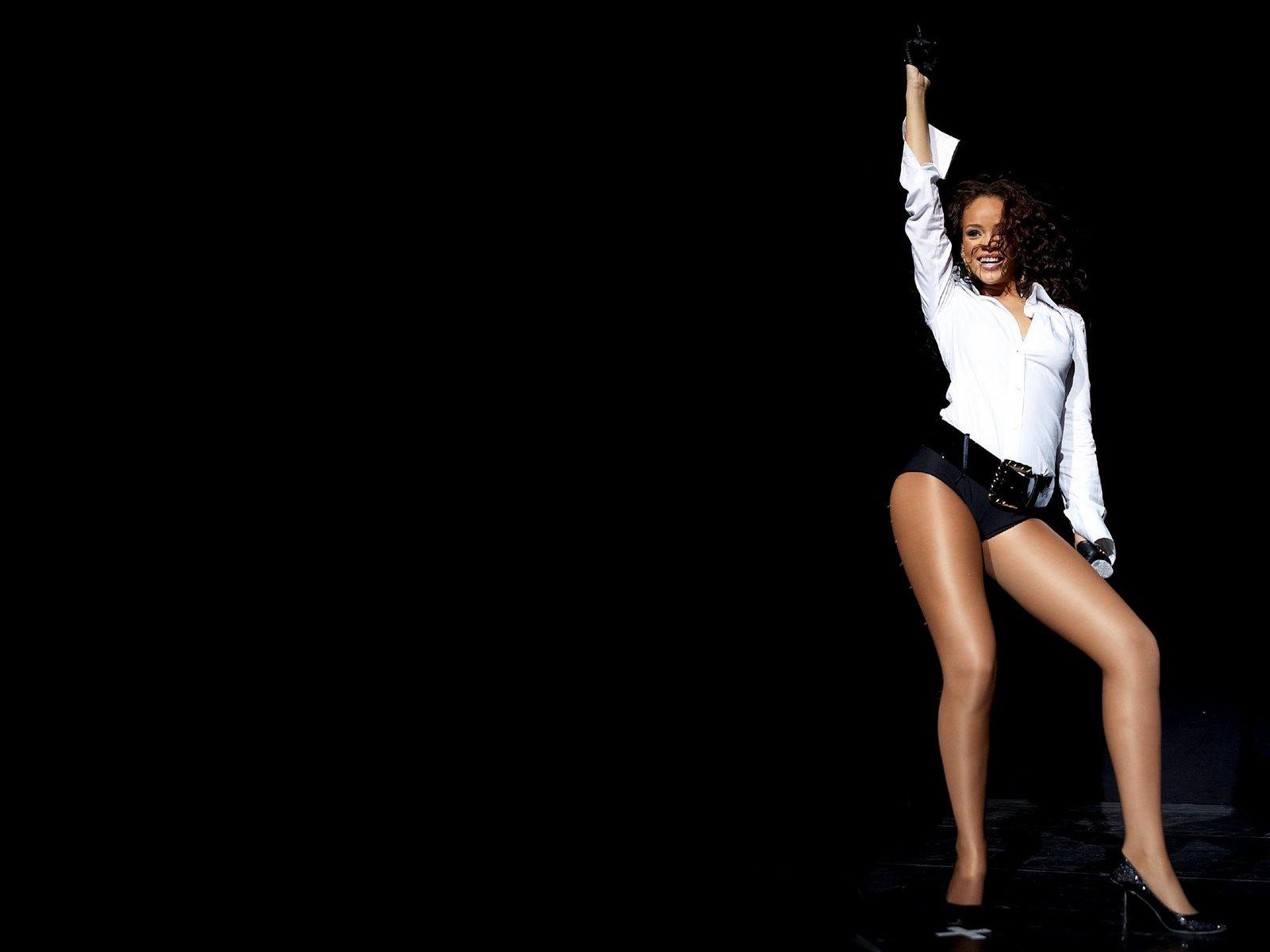 Rihanna Bikini Wallpapers Picture 2