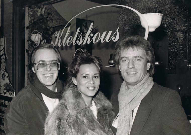 Champagne standing before 'de Kletskous' - Alkmaar, 1982