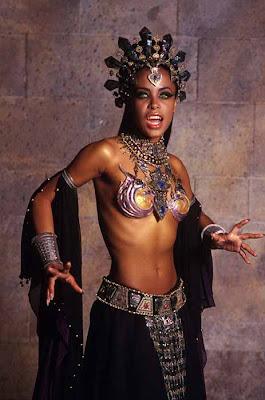 Aaliyah en La Reina de los condenados (2002)