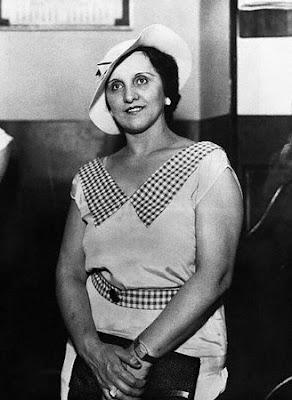 Ana Cumpanas, La mujer de rojo