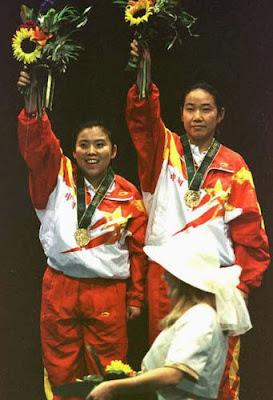Atlanta 1996 - Deng Yaping y Hong Qiao, campeonas de dobles en tenis de mesa