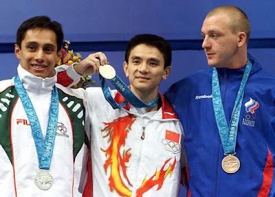 Sydney 2000 - Medallistas de salto de trampolín masculino, con Xiong Ni, Fernando Platas y Dimitri Sautin