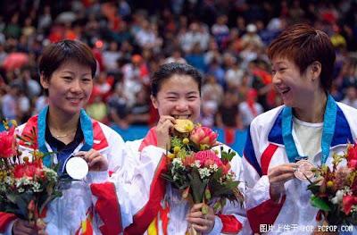Sydney 2000 - Medallistas en tenis de mesa individual femenino, con Wang Nan,  Ju Li y Jing Chen