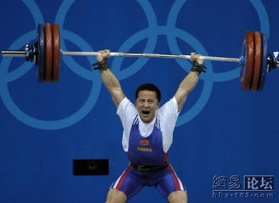 Atenas 2004 - Shi Zhiyong, oro en halterofilia (-62 kg masculino)