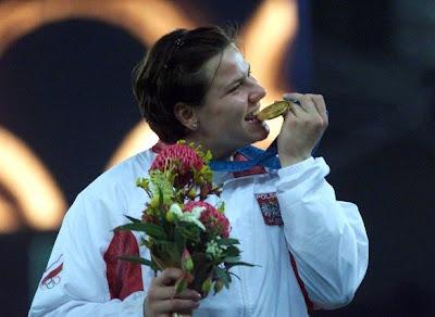 Kamila Skolimowska, campeona olímpica en Sydney 2000