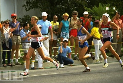 Los Angeles '84 - Grete Waitz intentando alcanzar a Joan Benoit