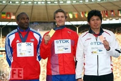Guillermo Martinez, Andreas Thorkildsen y Yukifumi Murakami (bronce)