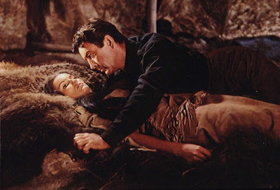 Robert Taylor y Debra Paget en La ltima cacera (1956)