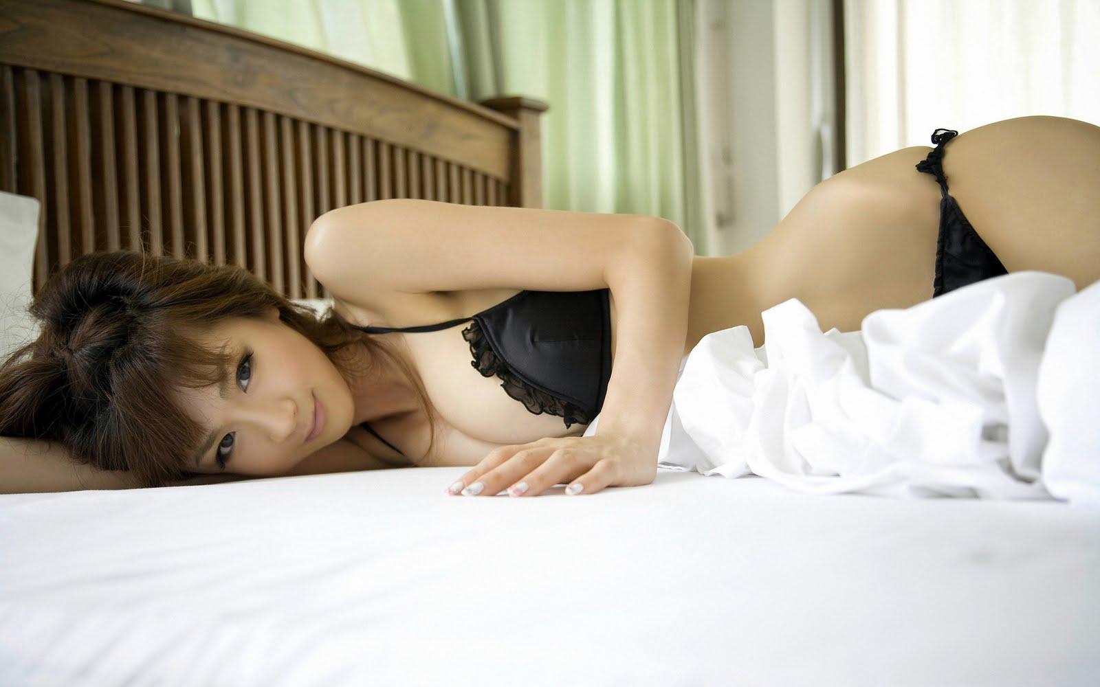 http://2.bp.blogspot.com/_W40QLPbCeXw/TRxx0cu2BmI/AAAAAAAAC1s/GkbPf5lsBvs/s1600/Desktop+Women+-+HQ+Wallpaper+235+-+Aki+Hoshino.jpg