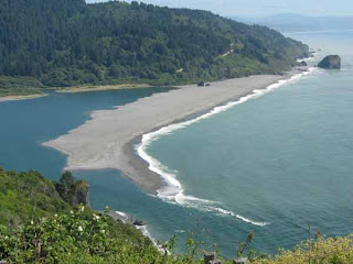 klamath river pacific ocean on requa