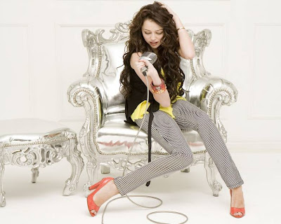 The most well-known Miley-cyrus_COM-breakoutpromos006
