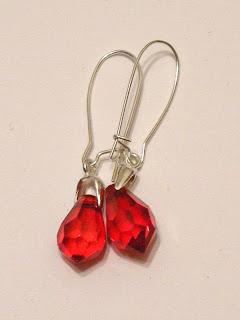 biżuteria z półfabrykatów - kryształki czerwone (kolczyki)