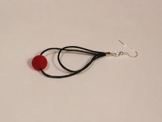 biżuteria z półfabrykatów - sznurek i welur (kolczyki)