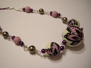 biżuteria z półfabrykatów i decoupage - fiolet z kremem (korale)