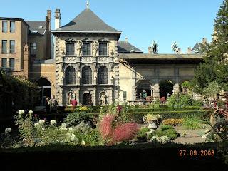 В садике дома-музея П.Рубенса в Антверпене