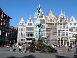 Центральная площадь Антверпена